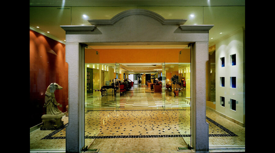 Hotel Dona Filipa - entrance