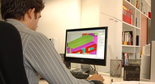 Colaborador a trabalhar no escritório da Plan Architects