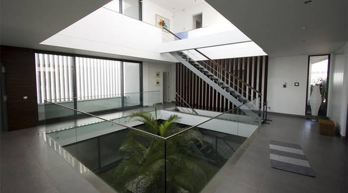 Moradia com pateo central - projeto PLAN Associated Architects