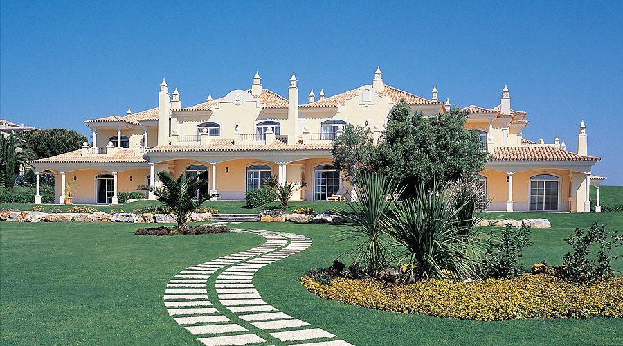 Vale dos Pinheiros elegant touristic complex